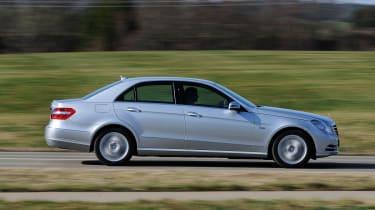 Mercedes E300 BlueTEC Hybrid panning