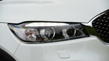 Kia Sorento long termer front light