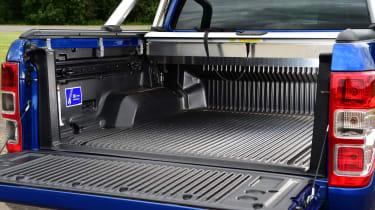 Ford Ranger - loading