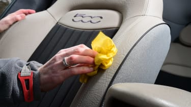 Fiat 500X long termer - cleaning seats detail