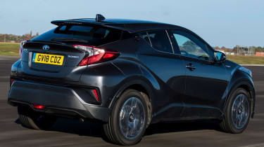 Toyota C-HR -rear tracking