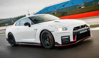Nissan GT-R NISMO 2017 - front tracking 3