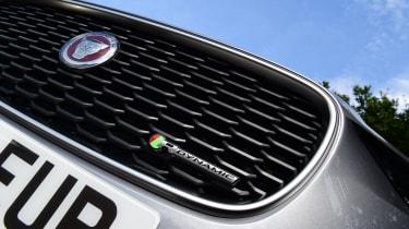 Jaguar XE - grille