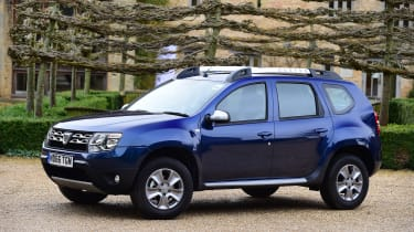 Dacia Duster automatic 2017 - front quarter