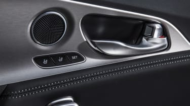 Kia Stinger 2.0 GT-Line - door handle