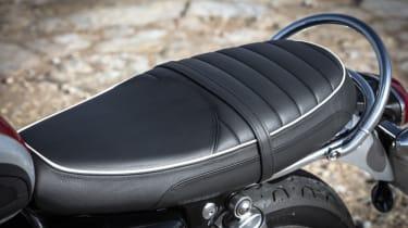 Triumph Bonneville T120 review - leather seat black
