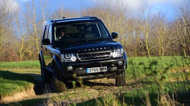 Land Rover Discovery Mk4 - front action