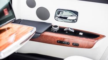 Rolls-Royce Phantom - rear dials