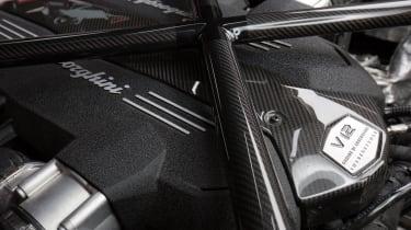 Lamborghini Aventador SV 2015 - engines