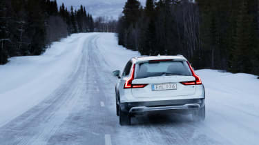 Volvo V90 Cross Country 2017 - rear tracking 2