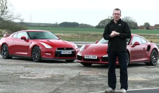 Porsche 911 vs Nissan GT-R video
