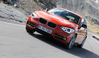 BMW 120d xDrive front tracking