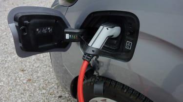 Peugeot e-Expert - charging