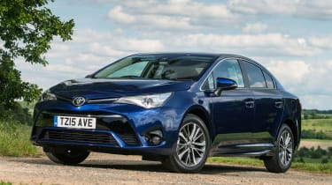 Toyota Avensis - front static