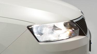Used Skoda Rapid - front light