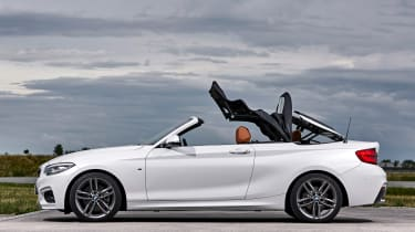 BMW 220d Convertible - roof closing