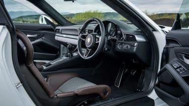 Porsche 911 R - interior