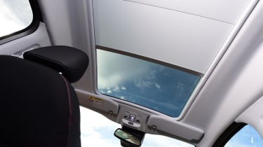 Peugeot 2008 - sunroof