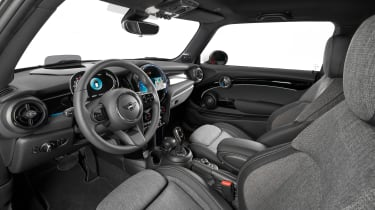 MINI 3-door hatch facelift - interior