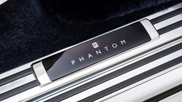 Rolls-Royce Phantom - sill badge