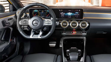 Mercedes-AMG A 35 - dash