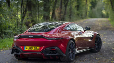 Aston Martin Vantage AMR - less static