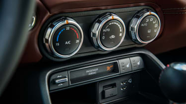 Mazda MX-5 - climate controls