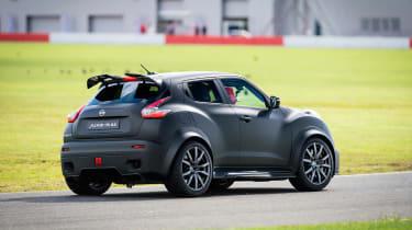 Nissan Juke-R 2.0 - action