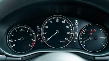 Mazda 3 - dials