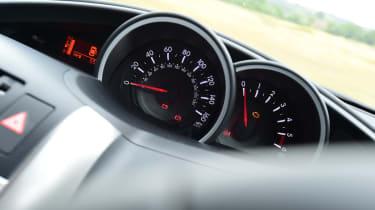 Toyota Verso - dials