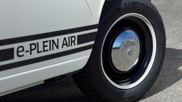 Renault 4 Plein Air beach car - wheel