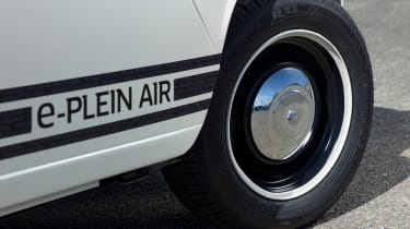 Renault 4 Plein Air beach car - wheel