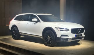 Volvo V90 Cross Country - reveal front quarter