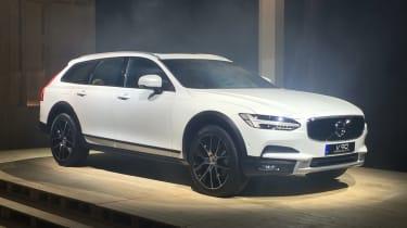 Volvo V90 Cross Country - reveal front quarter