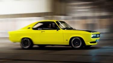 Opel Manta GSe ElektroMOD - side