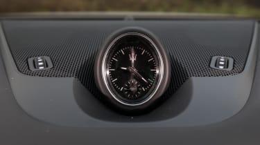 Maserati Levante S - clock