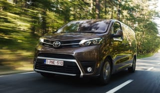 Toyota Proace Verso 2016 - front tracking