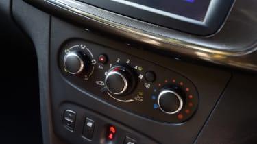 Dacia Logan MCV Stepway - centre console
