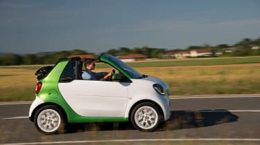Smart ForTwo Electric Drive Cabrio - side action