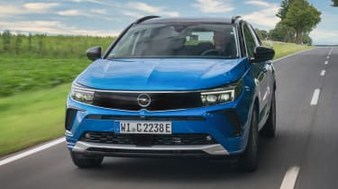 Vauxhall Grandland PHEV - front tracking