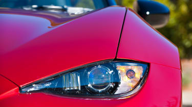 Mazda MX-5 2015 light