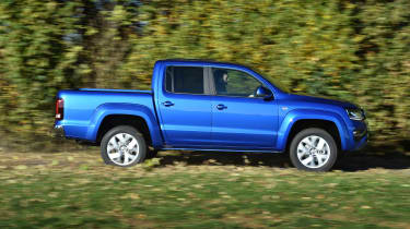 Volkswagen Amarok pick-up 2016 -  side driving