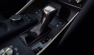 Lexus IS 300h - transmission