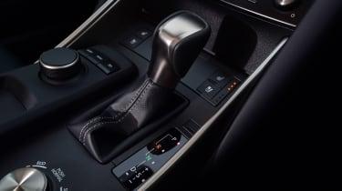 Lexus IS 300h - transmission
