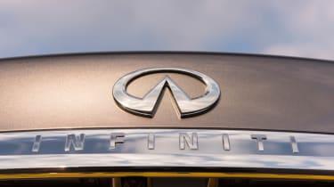 Infiniti Q70 hybrid logo