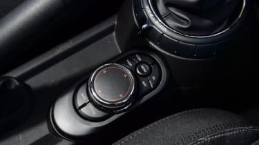 MINI Cooper 5dr central console