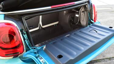 MINI Cooper Convertible 2016 - boot
