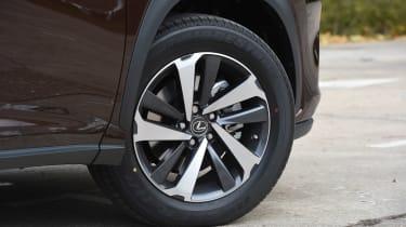 Lexus NX 300h - wheel