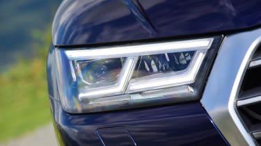 Audi Q5 - front light