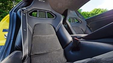 Porsche 911 Carrera 4 GTS - seats